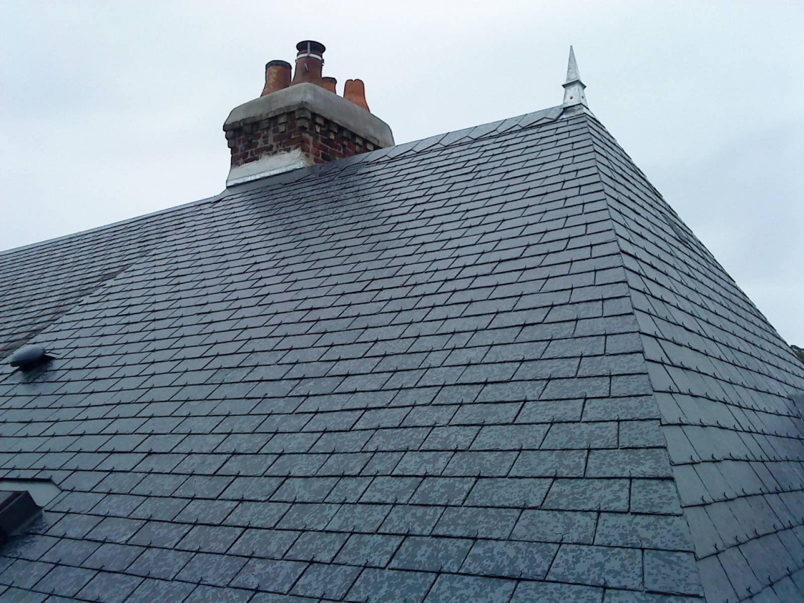 Comment r nover une toiture ardoise chauffagiste pour un for Comment nettoyer un toit en ardoise